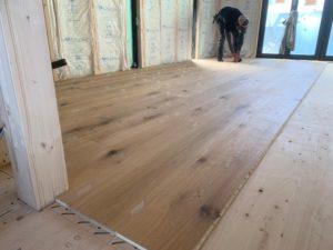 床のリフォームの方法は?素材・費用・DIYについて